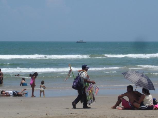 la orila de la playa