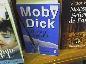 y esta mal escrito, debería ser Moby' s Dick o no?